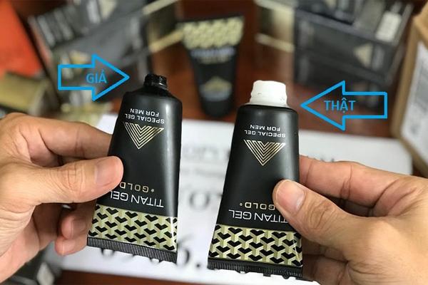 Để phân biệt gel Titan chính hãng bạn có thể dựa vào nắp chai