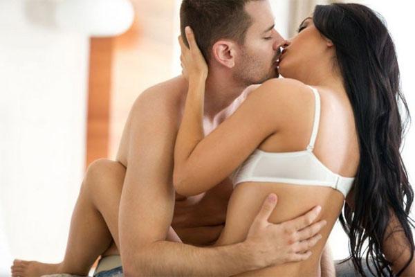 Tư thế quan hệ tình dục ngồi đối diện cũng là một trong những tư thế hot hiện đang được các cặp đôi thực hiện
