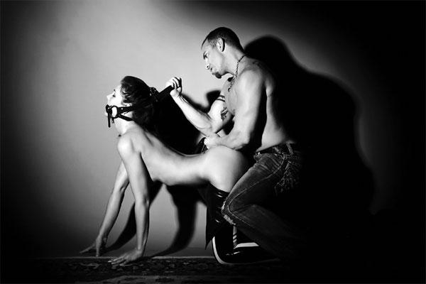 """Đây là một trong những hình thức của BDSM được khá nhiều người sử dụng khi quan hệ tình dục kiểu """"đau đớn"""" này"""