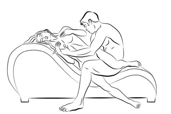 Với kiểu doggy xoắn ốc, nam giới sẽ cảm nhận được sức ấm và sự siết chặt của âm đạo, còn nữ giới sẽ có cơ hội trải nghiệm hết độ dài của cậu nhỏ.