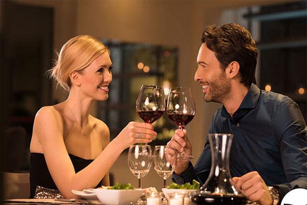 Uống rượu có thể làm gia tăng hưng phấn nhưng nếu dùng quá nhiều ảnh hưởng đến các giác quan của bạn