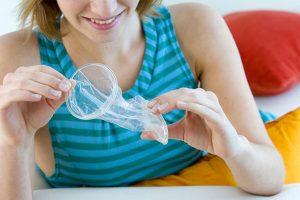 Bao cao su nữ là sản phẩm được sản xuất từ nhựa mềm và mỏng